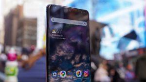 Samsung-Galaxy-S20-Ultra-face-profile-times-square-300x169 Reparatii Telefoane